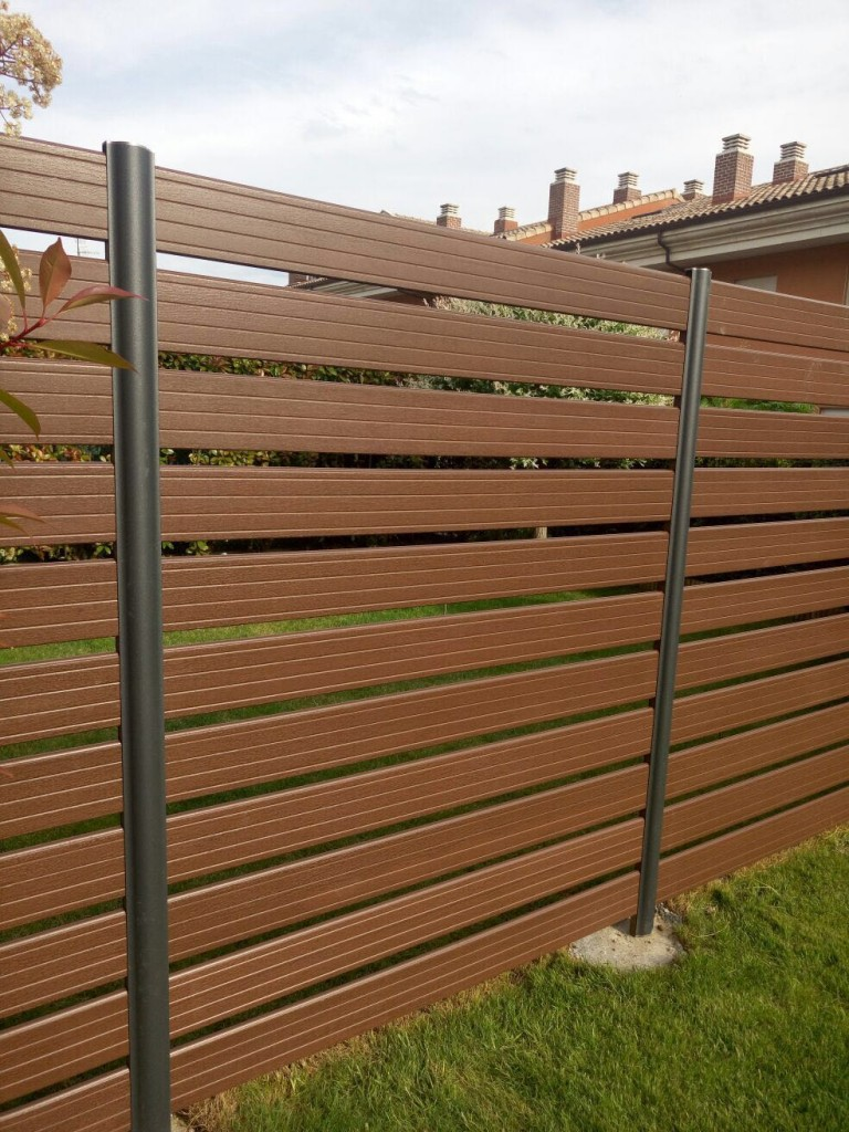 Fachadas ventiladas exteriores paredes madera sint tica for Paredes de madera para jardin