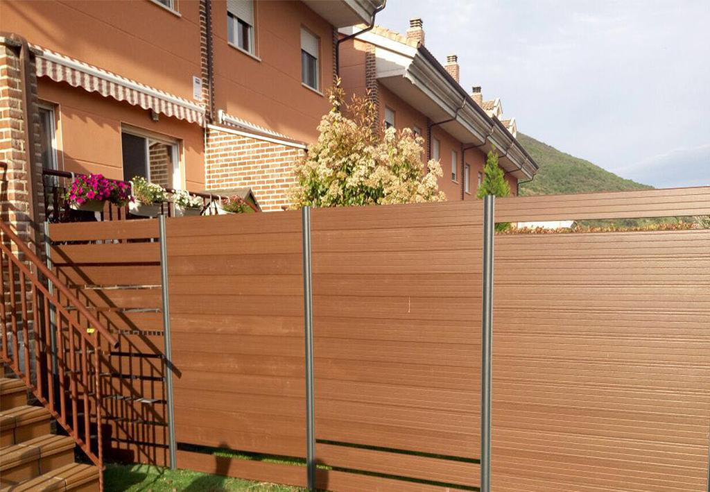 Vallas madera tecnol gica vallas decorativas terrazas decksystem - Cierres de jardin ...