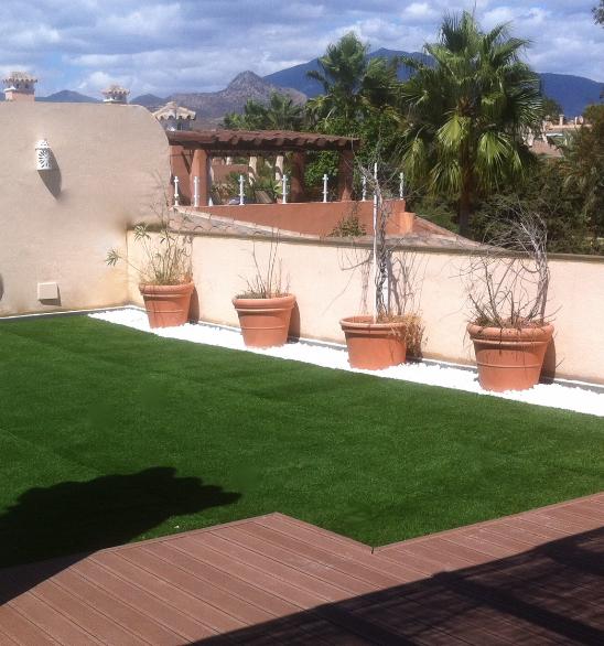Terrazas y jardines para disfrutar con composite for Terrazas 2016