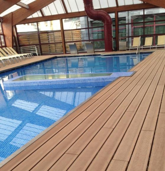 Suelos de exterior de madera sint tica para jard n terraza y piscinas composite - Suelos de jardin exterior ...